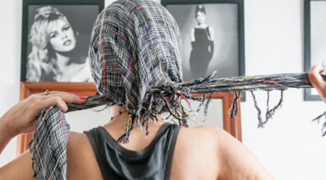 A menina do lenço na cabeça